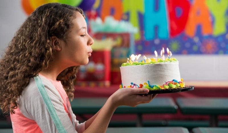 Tổ chức sinh nhật tại nhà đặt bánh online